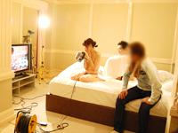 ポイントが女のコに伝わるかどうかシーン毎に撮影内容を細かくチェック。